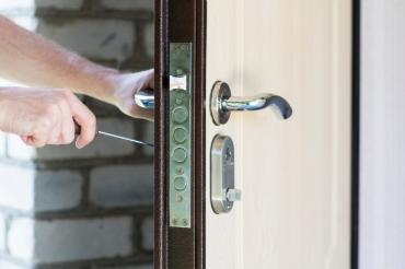 Ouverture de porte blindée claqué